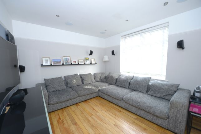 Lounge of Hawksley Avenue, Chesterfield S40