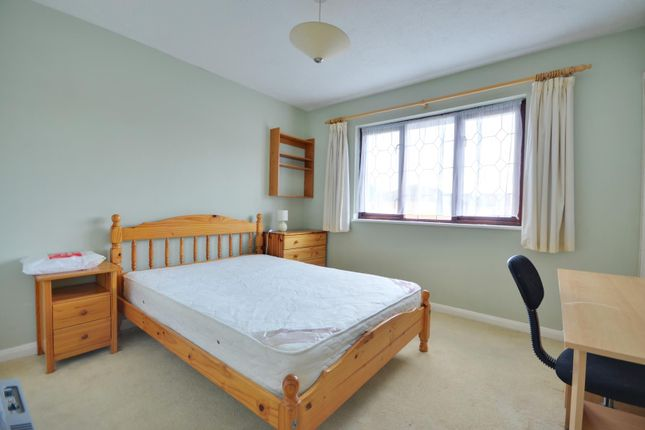 Thumbnail Property to rent in Robins Close, Uxbridge, Middlesex