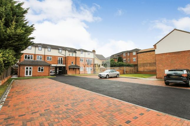Thumbnail Flat for sale in Empress Road, Leagrave, Luton
