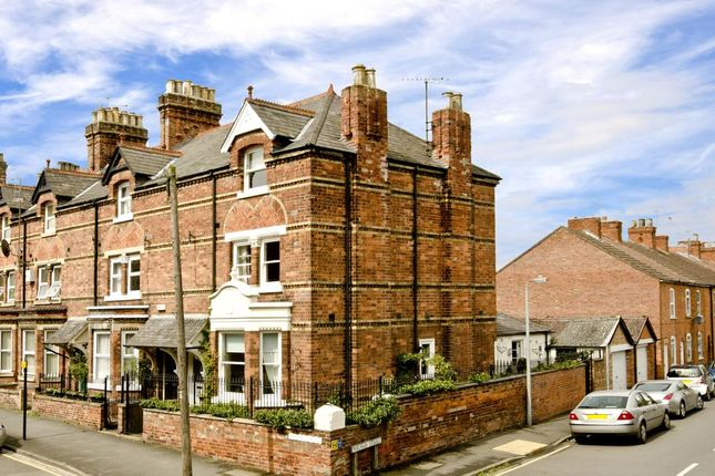 Thumbnail Property for sale in Avenue Road, Grantham