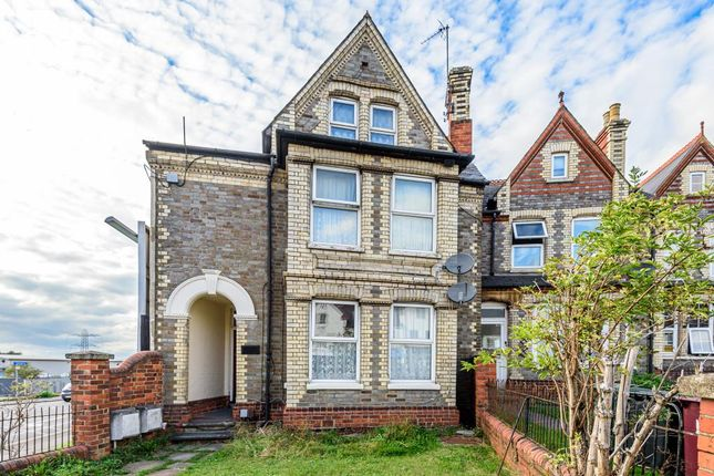 Thumbnail Town house for sale in Reading, Berkshire