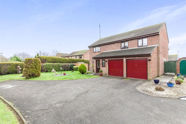 5 bed detached house for sale in Shackleton Close, Dovercourt, Harwich