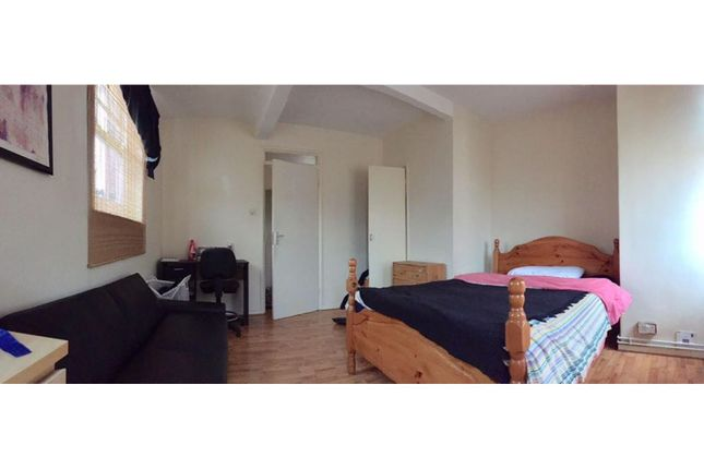 Thumbnail Property to rent in Montclare Street, London