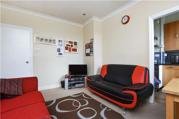 2 bed flat for sale in Mitcham Park, Mitcham, Surrey