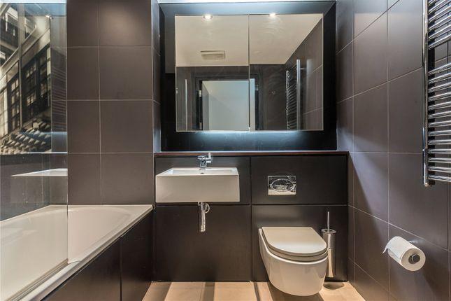 Bathroom of St John's Place, Clerkenwell, London EC1M