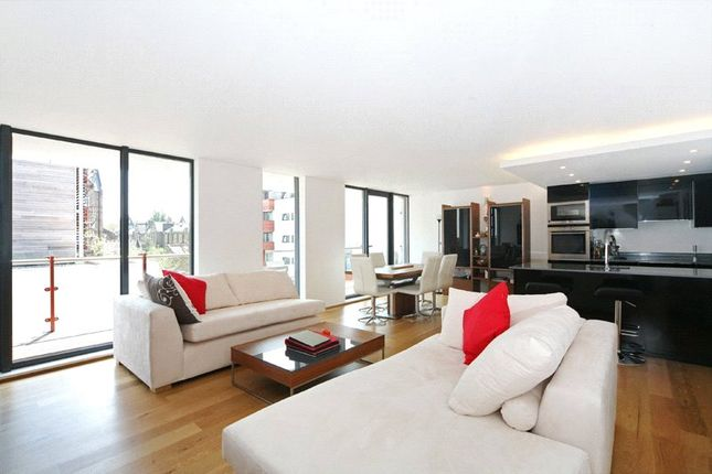 2 bed flat to rent in Barlby Road, North Kensington W10