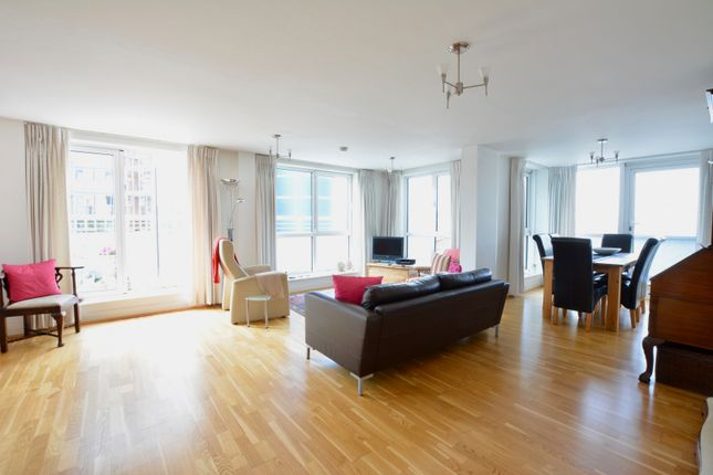 Thumbnail Flat for sale in 18 Lombard Road, Battersea