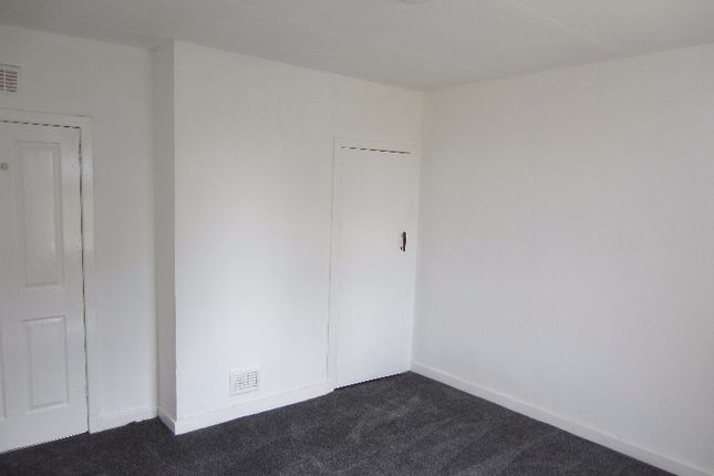 Thumbnail Flat to rent in Netherton Road, Wishaw, North Lanarkshire