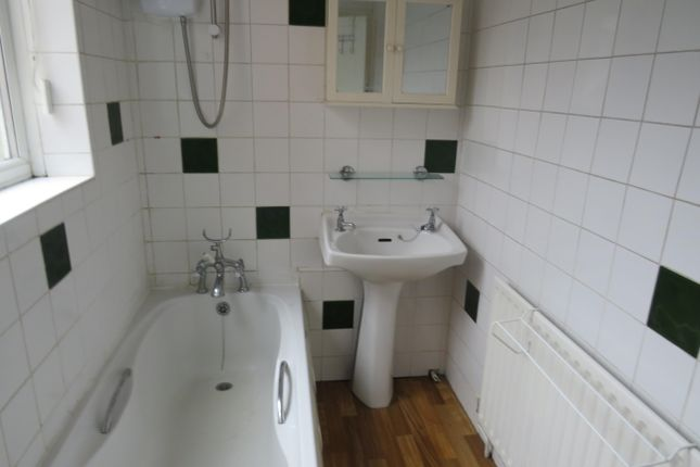 Bathroom of Kingsthorpe Grove, Kingsthorpe, Northampton NN2