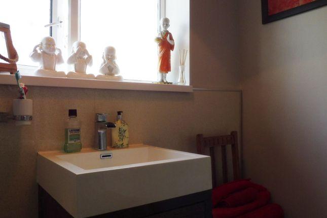Bathroom of Wayland Avenue, Worsbrough S70