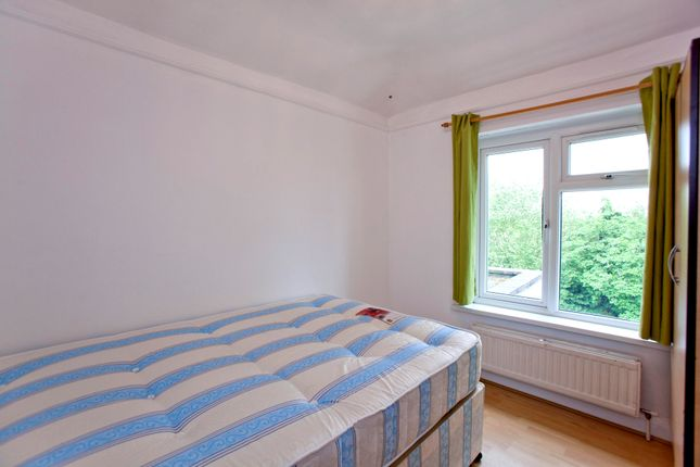 Room to rent in Barfield Avenue, North London