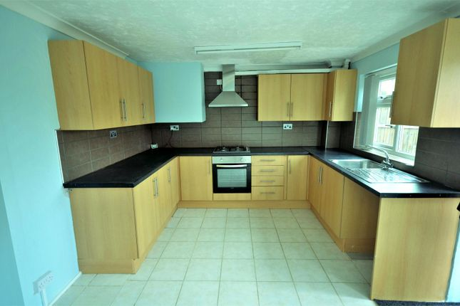 Thumbnail Town house to rent in Cowdray Way, Romford