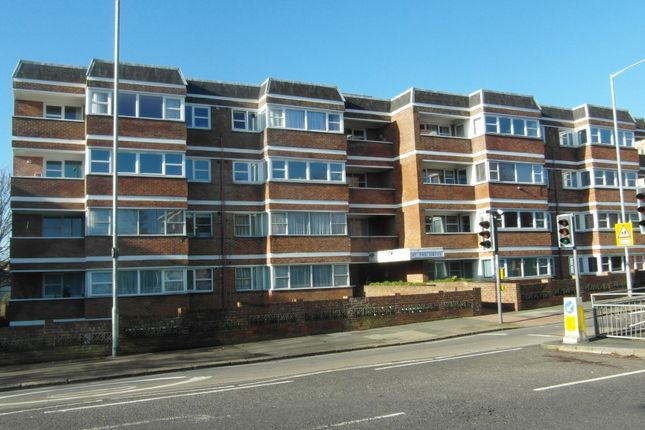 Thumbnail Triplex to rent in The Drive, Hove