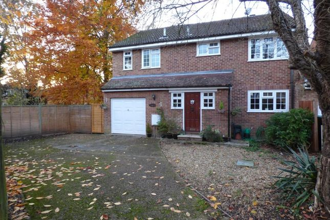 Thumbnail Link-detached house for sale in Sidlaws Road, Farnborough