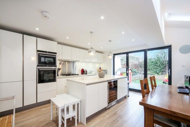 Thumbnail Property to rent in Ravenswood Road, London