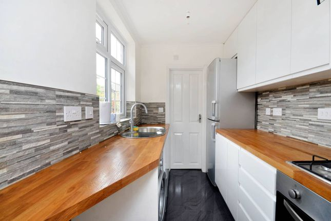 Thumbnail Semi-detached house to rent in Ludlow Road, Guildford