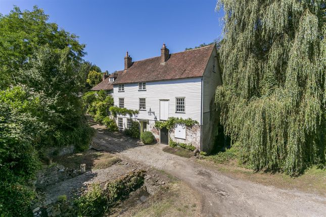 Thumbnail Detached house for sale in London Road, Ryarsh, West Malling