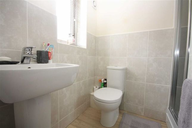 En-Suite of Bamburgh Drive, Chorley PR7
