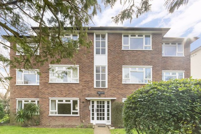 2 bed flat to rent in Oak Hill Road, Surbiton KT6