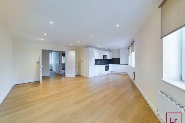 Thumbnail Flat to rent in Tapster Street, Barnet, Hertfordshire
