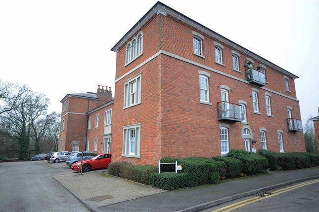 2 bed flat to rent in Trent Close, Stone