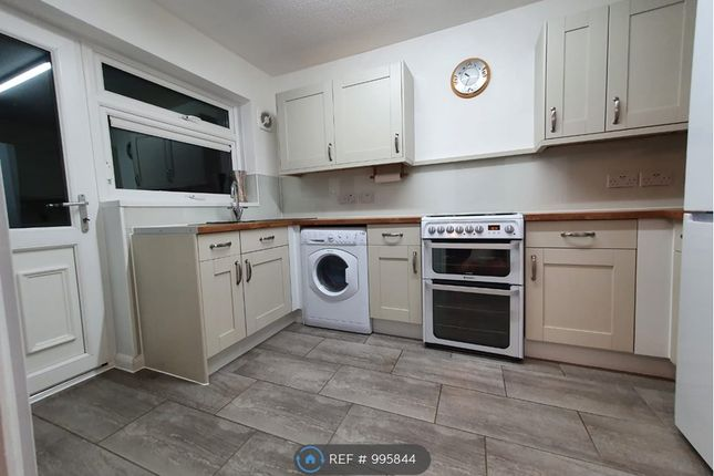 3 bed terraced house to rent in Wimbourne, Basildon SS15