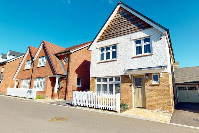 3 bed detached house for sale in Palmer Way, Langdon Hills, Basildon, Essex SS16