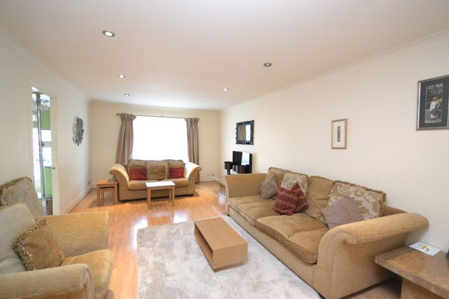2 bed flat for sale in Gloucester Terrace, Paddington