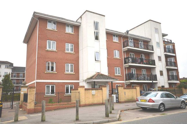 Thumbnail Flat to rent in Felixstowe Road, London