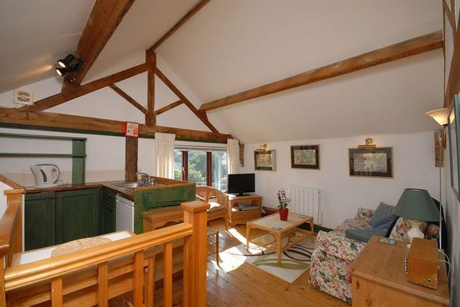 Thumbnail Flat to rent in The Barn, High Street, Hook Norton