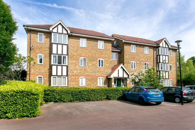 Thumbnail Flat to rent in Woodgate Drive, London