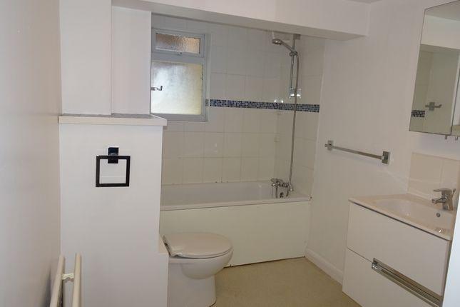 Bathroom of Jasmine Grove, Anerley, London SE20