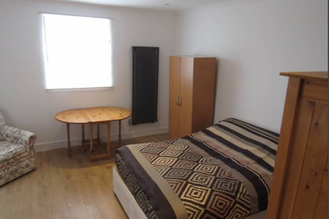 Thumbnail Terraced house to rent in Kingsley Road, London