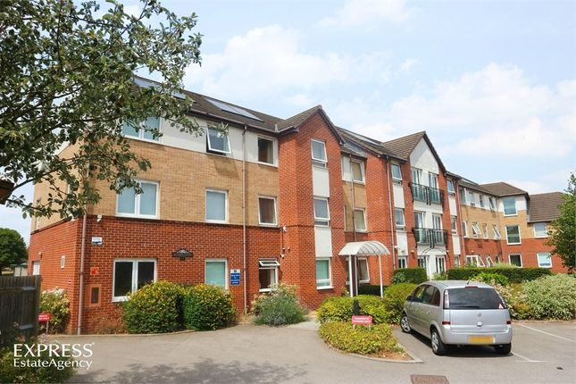 Thumbnail Flat for sale in Lucas Gardens, Luton, Bedfordshire