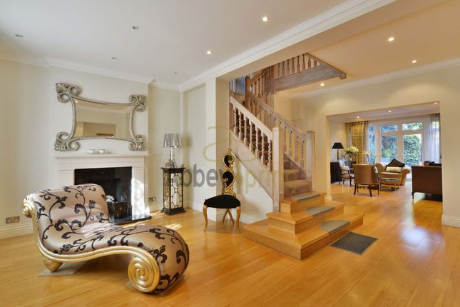 Thumbnail Detached house for sale in Vale Close, London
