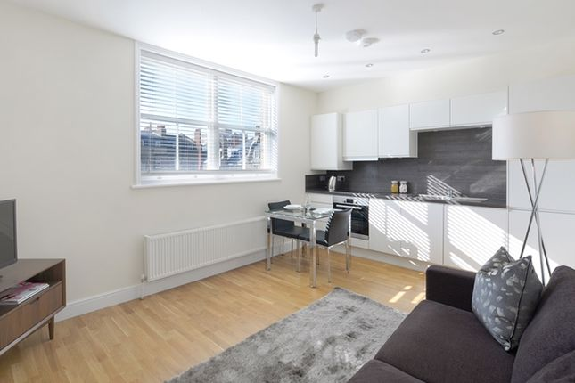 2 bed flat to rent in Hamlet Gardens, Ravenscourt Park, Hammersmith