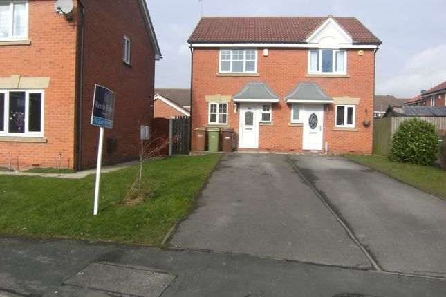 2 bed property to rent in Holly Approach, Ossett