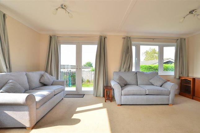 2 Bed Mobile Park Home For Sale In Boxhill Road Tadworth Surrey