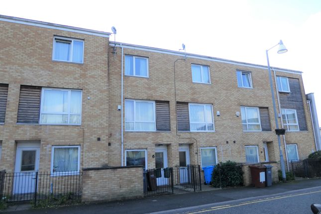 Thumbnail Town house to rent in Aspull Walk, Manchester