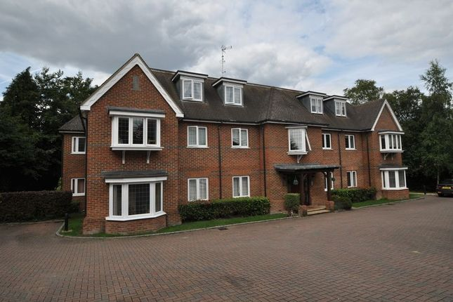 Thumbnail Flat to rent in Portsmouth Road, Frimley, Camberley