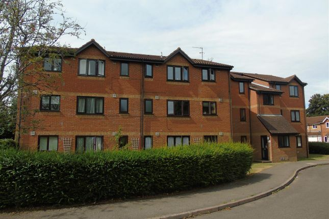 Thumbnail Block of flats to rent in Courtlands Close, Watford