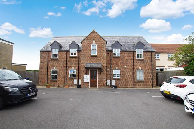 Thumbnail Flat to rent in Buthay Court, Royal Wootton Bassett, Swindon