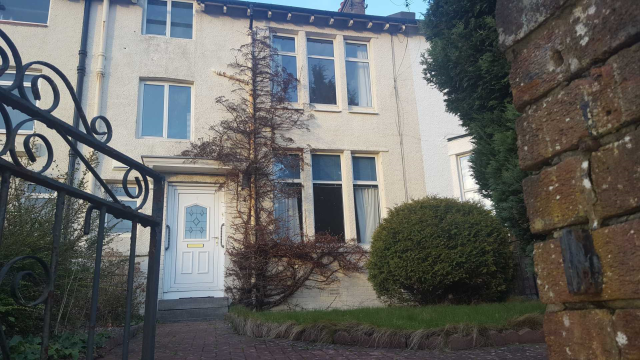Thumbnail Terraced house to rent in Fernleigh Road, Giffnock