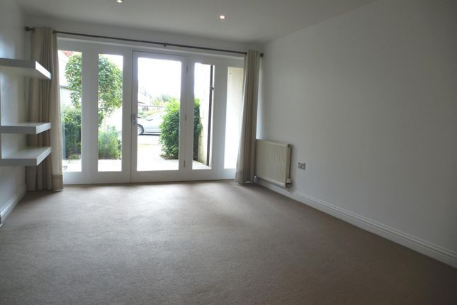 Lounge of London Road, Cirencester GL7
