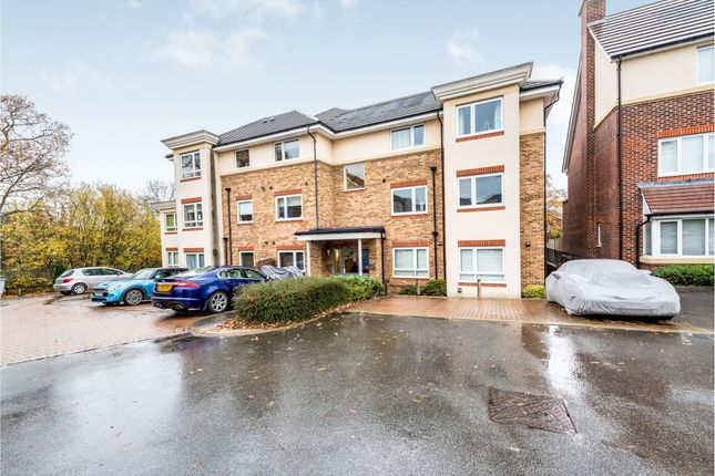 2 bed flat to rent in Primrose House, Dalmeny Way KT18