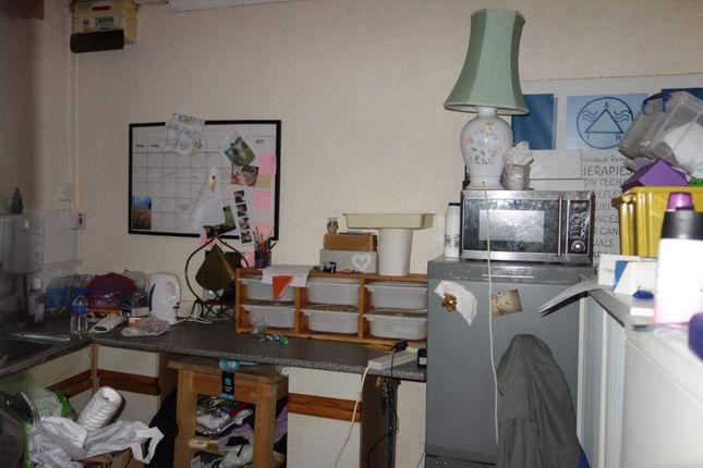 Kitchen of Ebenezer Road, Tonypandy CF40
