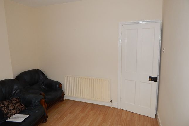 Thumbnail Terraced house to rent in Butlin Road, Dallow, Luton