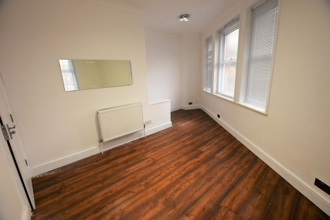 Thumbnail Maisonette to rent in West Hill, London