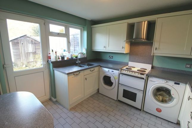 Thumbnail Semi-detached house to rent in Cleves Road, Hemel Hempstead