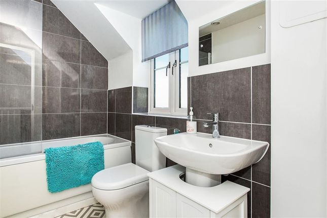 Bathroom of Sidings Close, Thrapston, Kettering NN14